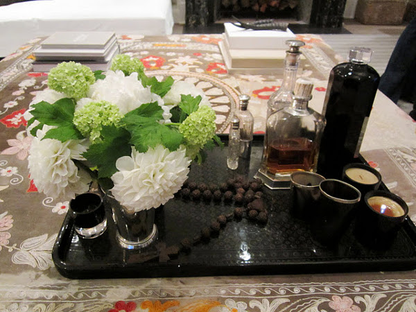 WAYS TO MAKE THE PERFECT COFFEE TABLE VIGNETTE 2