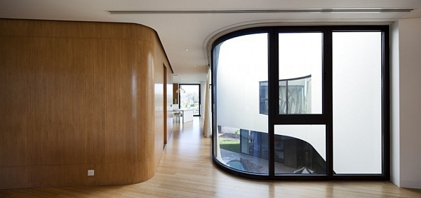 Mop House – rounded wooden walls