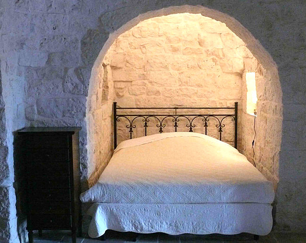 French alcove bed