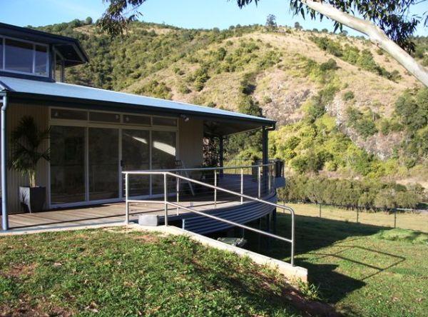 rotating house – green entrance