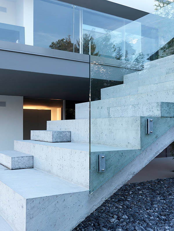 Glass Contemporary Feldbalz House – concrete and glass stairs