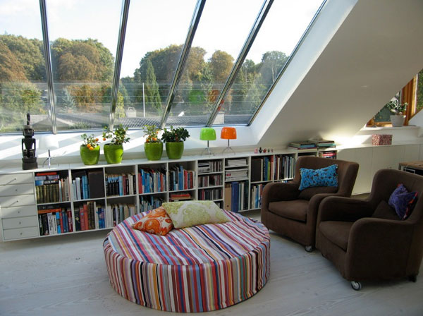 Books storage space for those who like to keep it light