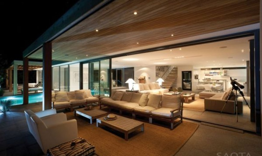 Striking South African Residence Offers Amazing Ocean Views and Expansive Interiors