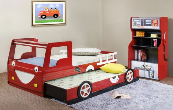 Race car themed trundle bed perfect for the tiny tots