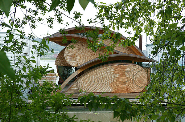 Floating house in Portland