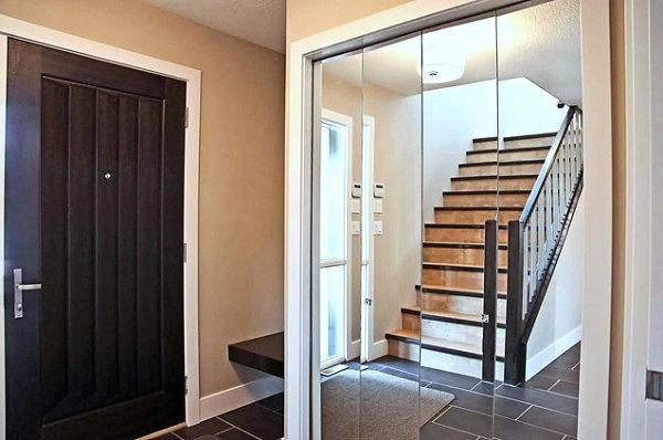 Mirrored closet doors add depth in an entryway