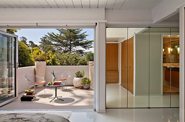 Mirrored closet doors with contemporary flair