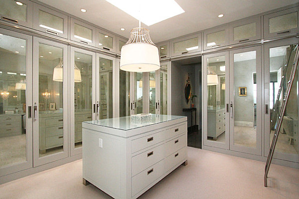 Mirrored doors in a contemporary closet