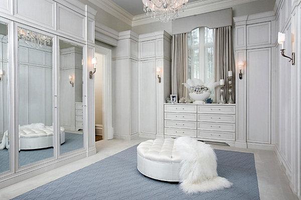 Mirrored doors in an elegant closet