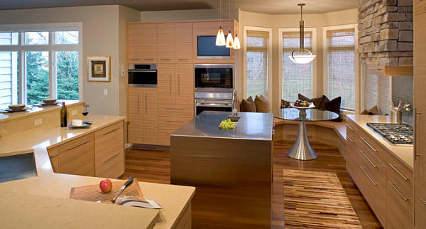 Metallic decor in a contemporary kitchen