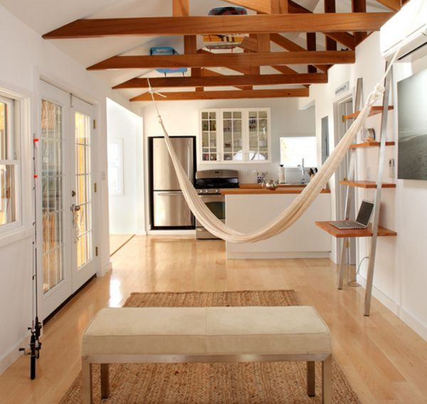 Beach bungalow keeps things clean and uncluttered