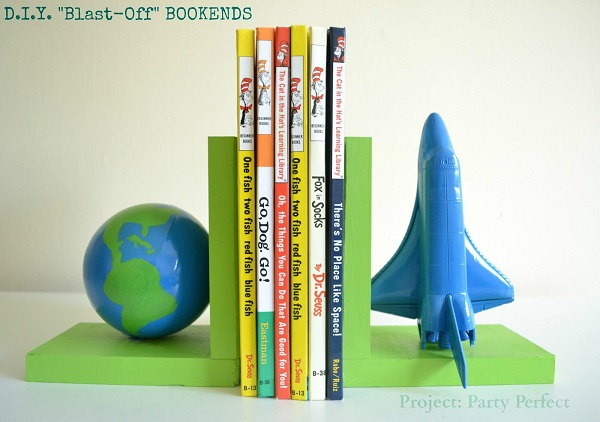 Spaceship and globe bookend