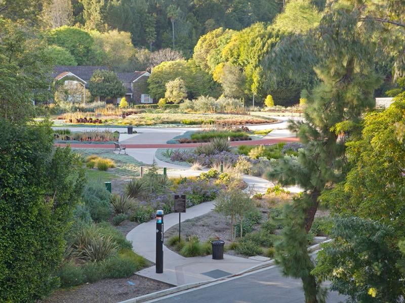 elegant garden decor