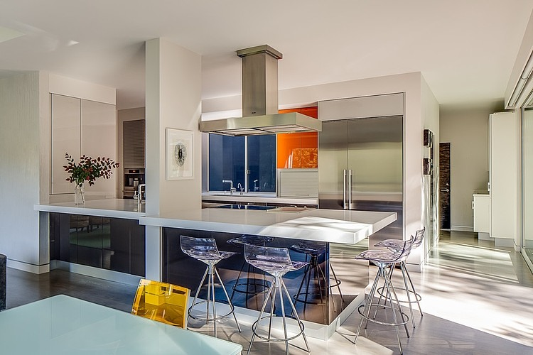 Chic kitchen counter seating