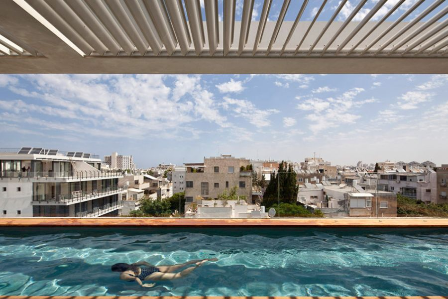 Infinity pool in Tel Aviv Residence