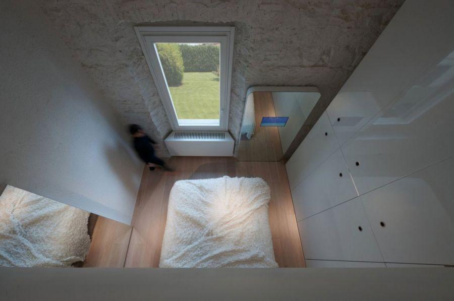 Chic bedroom in white