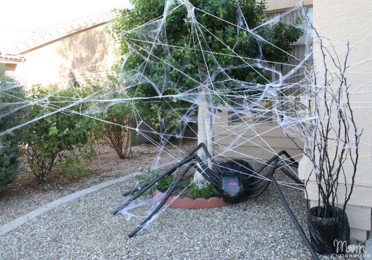 Scary spider decor for halloween