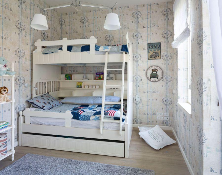 Boys' bedroom with a chic coastal theme