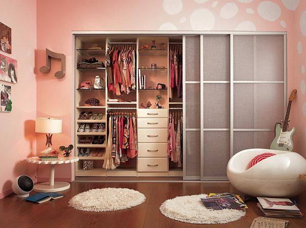 Girl's room closet