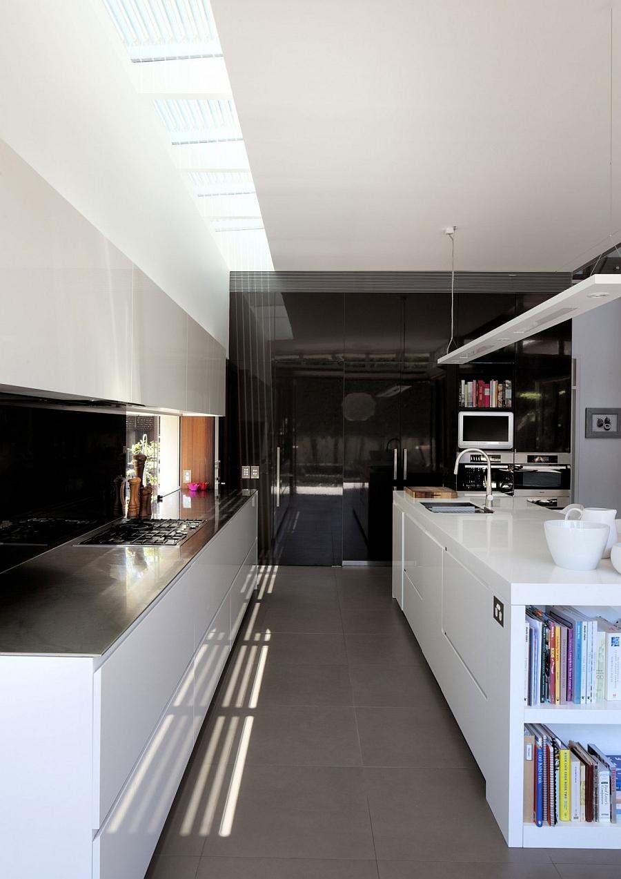 Efficinet contemporary kitchen