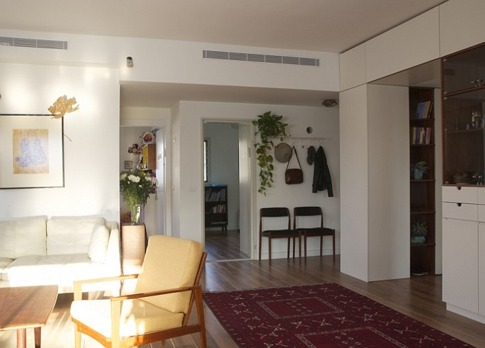 A look at the entrance and living area