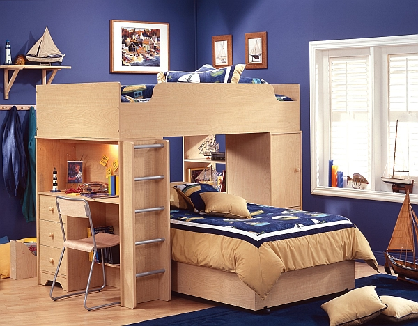 Amazing loft bunk bed with an integrated desk!