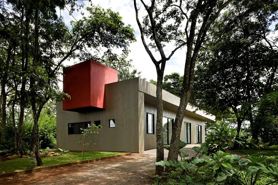 Beautiful house in brazil with industrial design