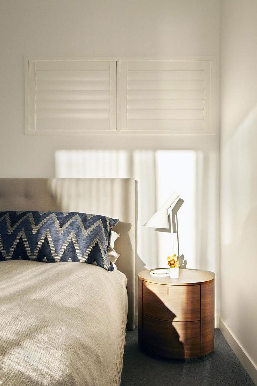 Elegant bedside table idea