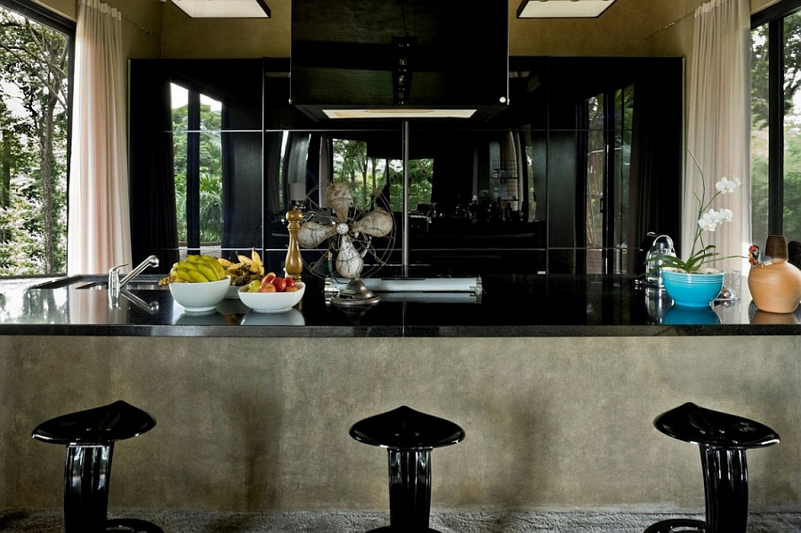Elegant industrial kitchen in black