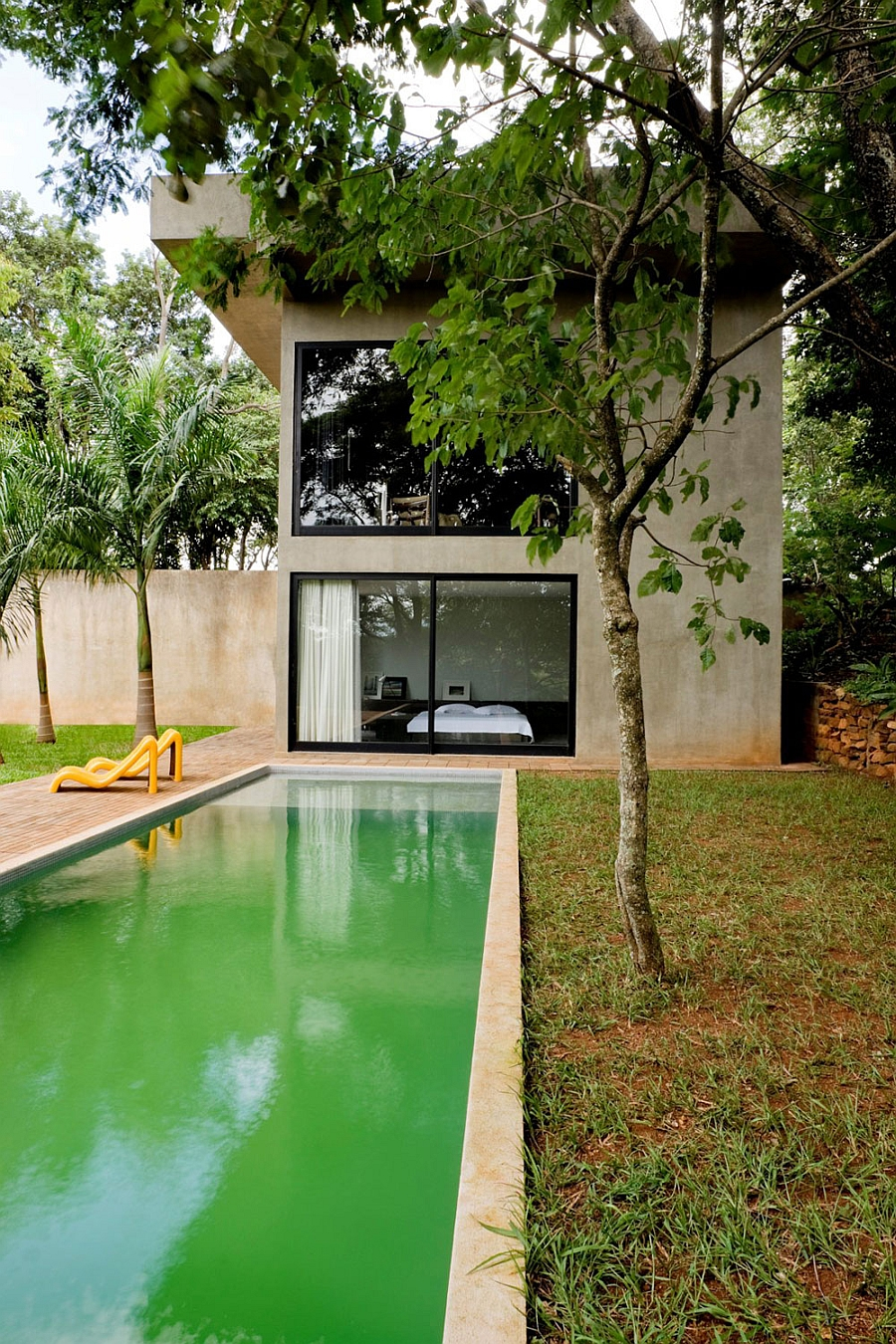Lovely pool and backyard of the Brazilian house