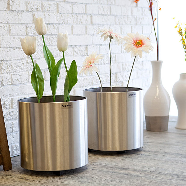 Small stainless steel planters