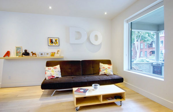 subtle-block-letter-wall-decorations-for-new-york-apartments