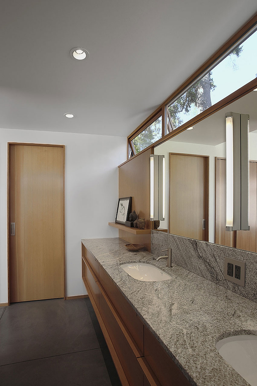 Contemporary bathroom with ample natural ventilation