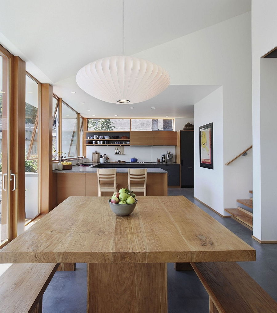 Iconic Saucer pendants from George Nelson above the dining table