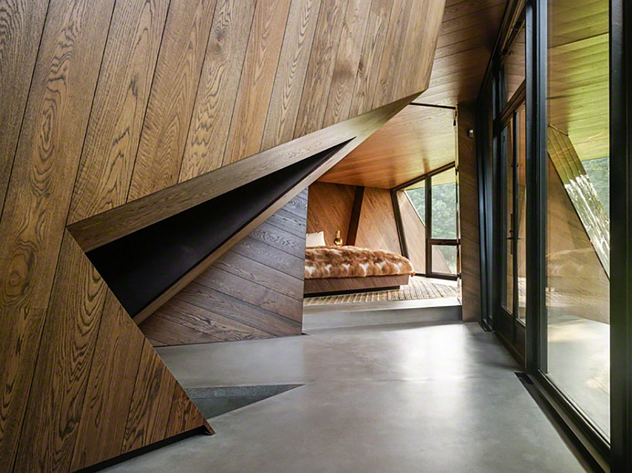 Interior with sculptural walls leading to the bedroom