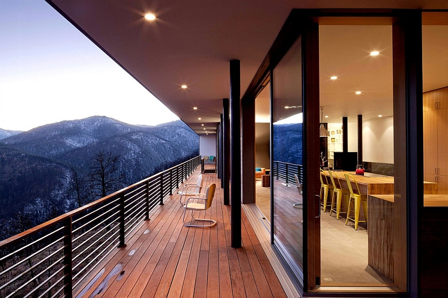 Sliding glass doors connect the interiors with the deck