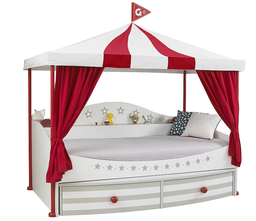 A closer look at the gorgeous Piccadilly bed in white and red