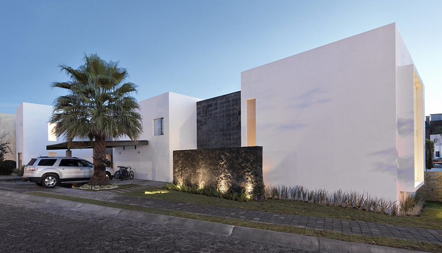 Front facade of the contemporary home in Mexico