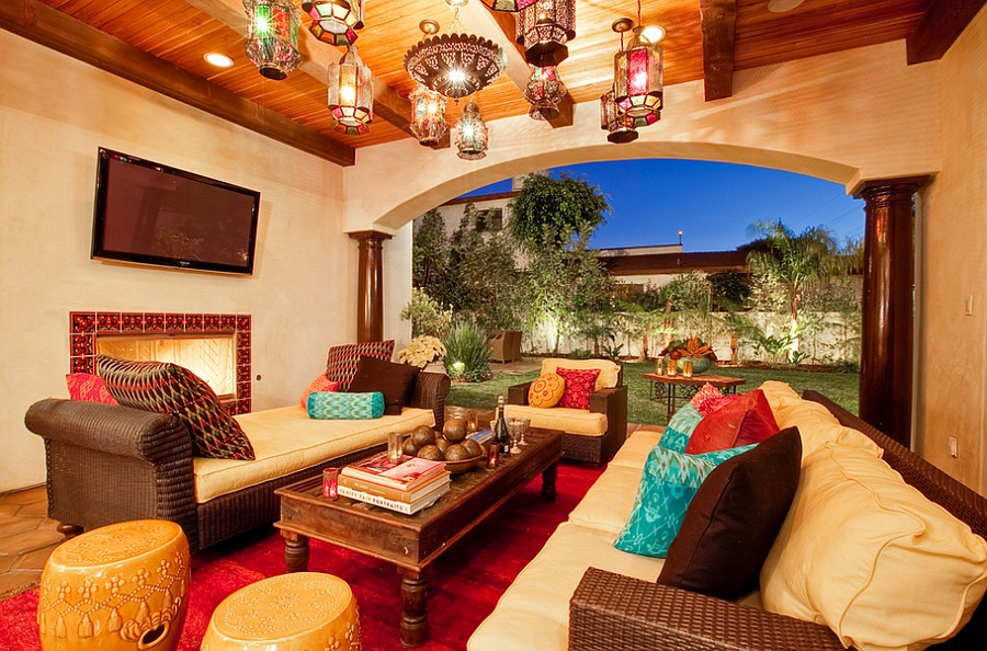 Bold colors of Moroccan design combined with smart Mediterranean influences