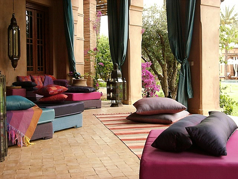 Plush decor ideas to shape your perfect Moroccan-inspired patio and courtyard