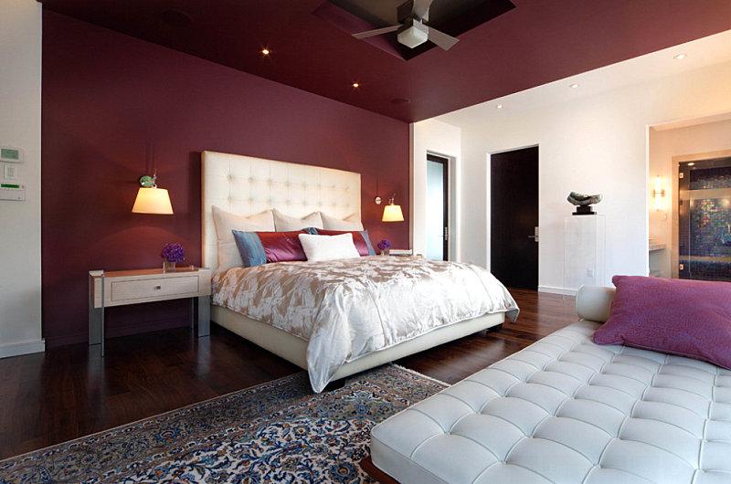 Berry tones in a contemporary bedroom