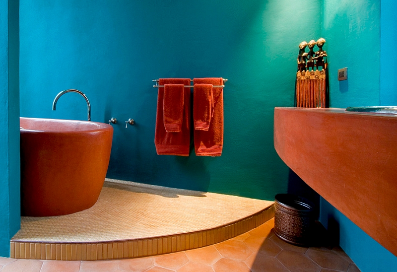 Finish of the bathtub adds to the Mediterranean style of the bathroom