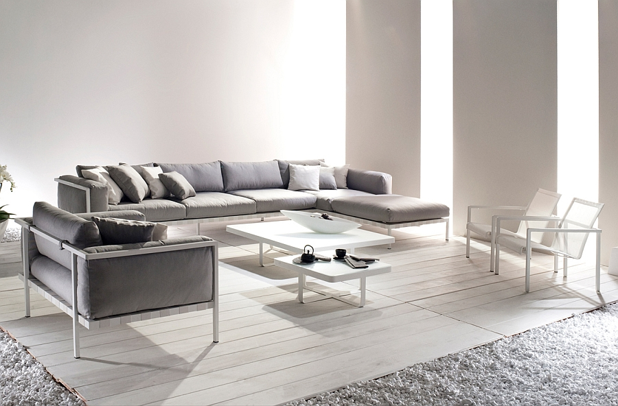 The stylish Natal Alu Sofa can be used indoors as well with effortless ease