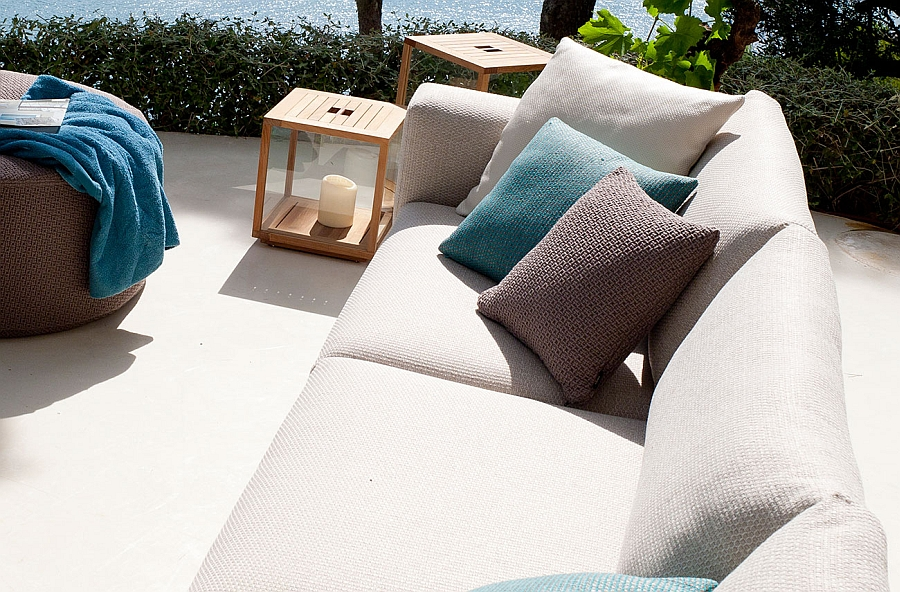 Waterproof laminated polypropylene cover protects the fabulous sofa from harsh weather