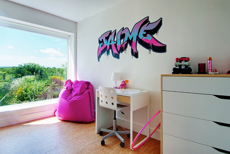 Keeping the graffiti in the kids' bedroom simple [Andrew Snow Photography]