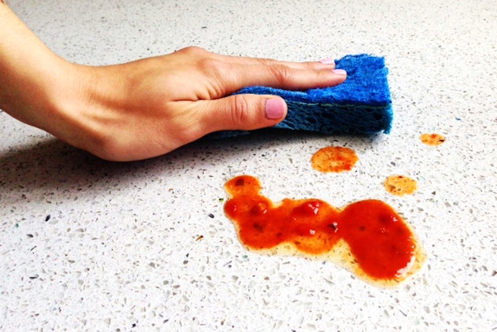 Cleaning the kitchen countertop