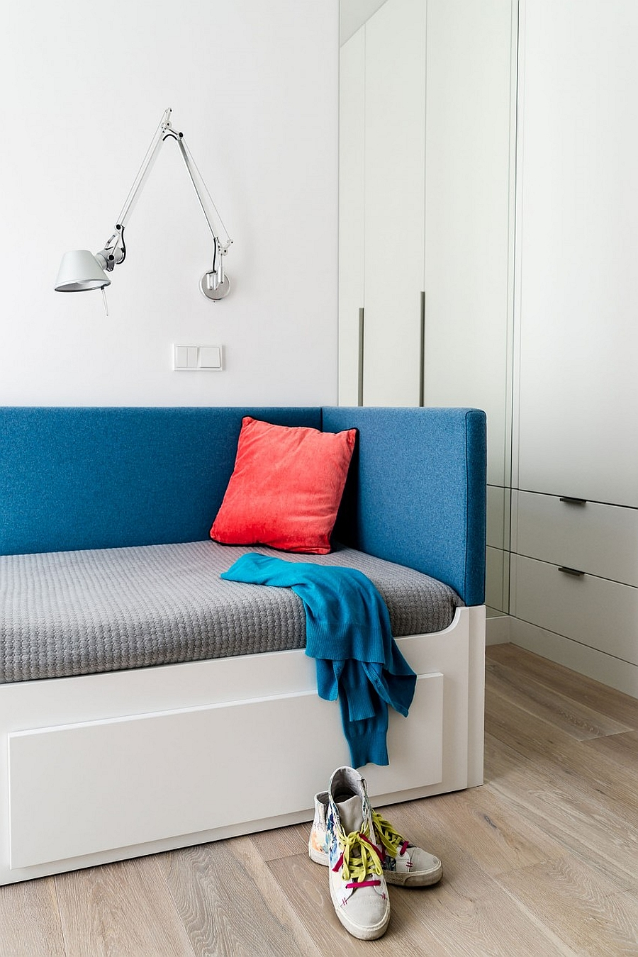 Sconce lighting helps save up precious foot space