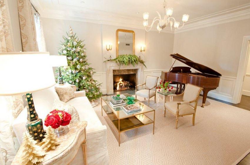 Elegant traditional holiday living room