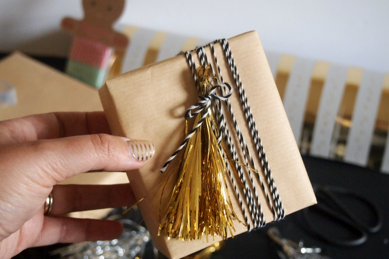 tassel-and-bakers-twine-gift-wrap