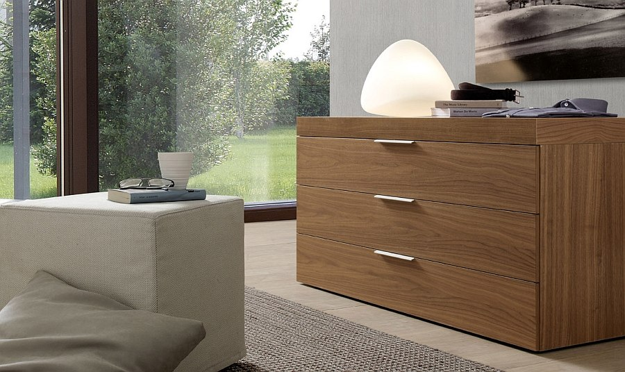 Elegant Stage in wood adds class and sophistication to the bedroom
